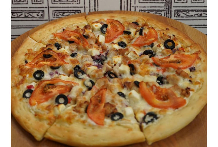 Пицца с курицей и сыром фета