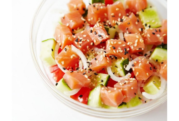Салат с лососем и яблоком
