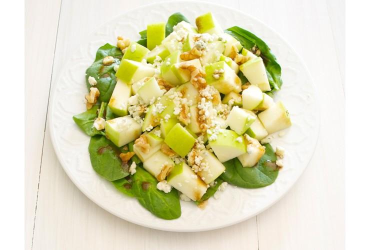 Салат с яблоками и миндалем